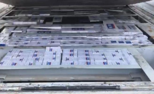 Kamyonet kasasında binlerce paket kaçak sigara bulundu