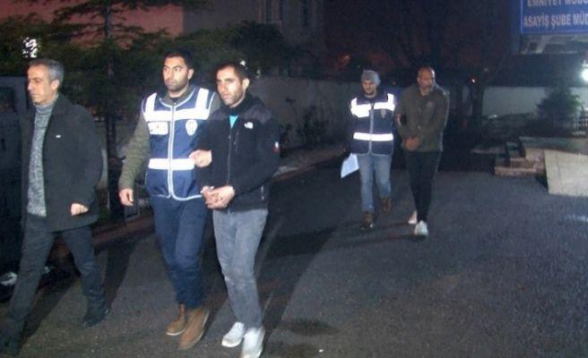 Girdikleri evde polise yakalanınca uyumak için geldik diyen 2 şüpheli tutuklandı