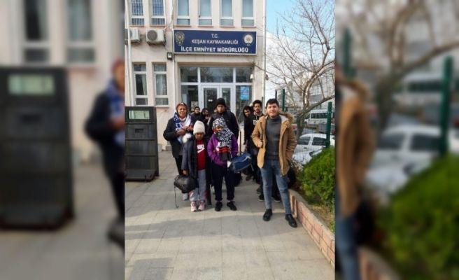 Keşan'da 21 düzensiz göçmen yakalandı, göçmen kaçakçısı tutuklandı