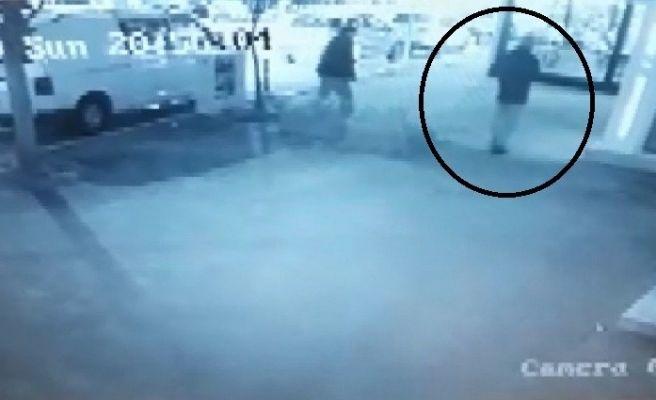 Katil zanlısının Dr. Gülcemal'i ATM'ye götürdüğü anlar kamerada