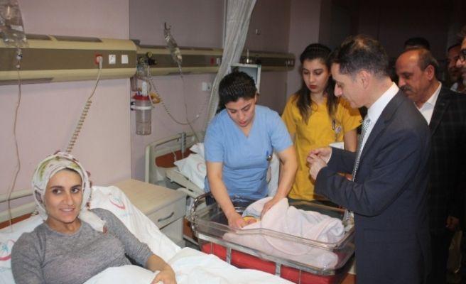 Diyarbakır'da 2020'nin ilk bebeği dünyaya geldi