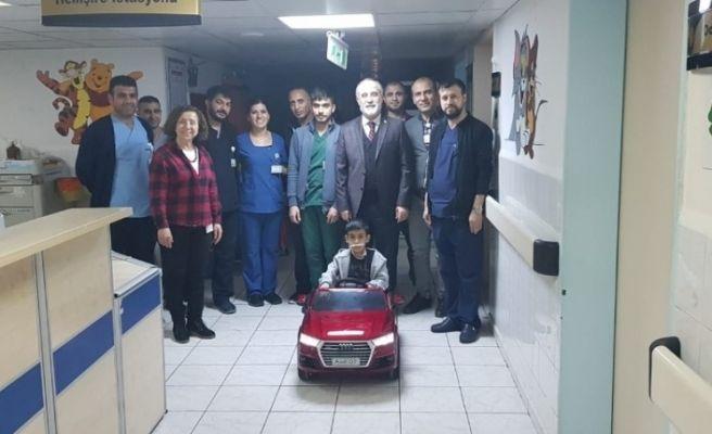 DÜ Hastaneleri Başhekimi Kadiroğlu, yeni yıla hastanede hasta, hasta yakını ve çalışanlarla girdi