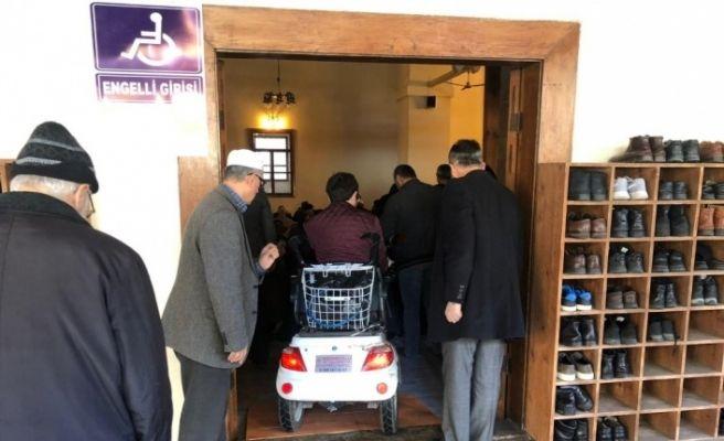Sinop'ta camiye engelli kapısı yapıldı