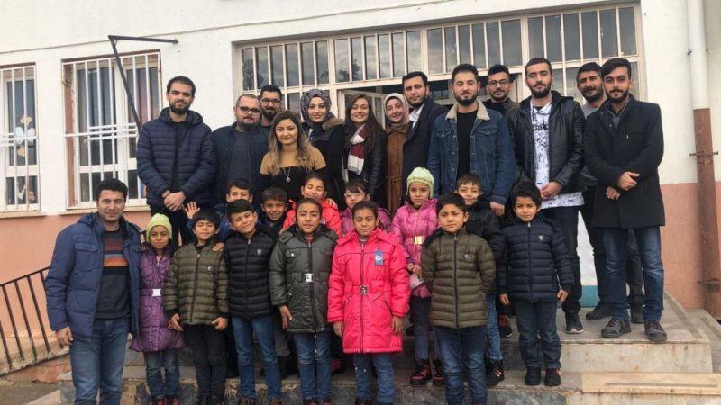 Harran Üniversitesinden köy çocuklarına kıyafet yardımı