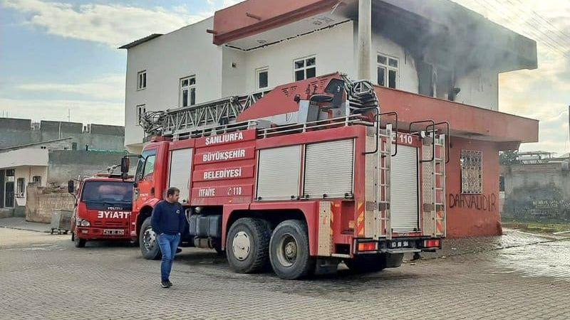 Viranşehir'de 2 katlı evde yangın