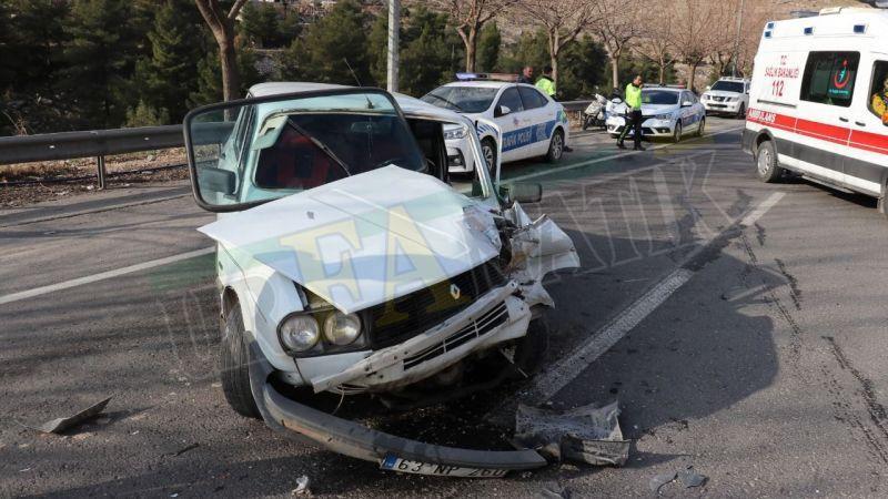 Arızalanan otomobile arkadan çarptı!