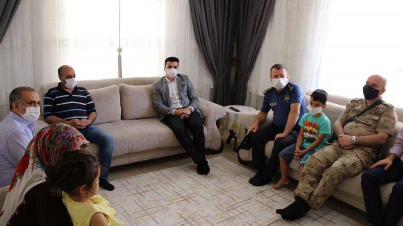 Karaköprü Kaymakamı Ufuk Akıl'dan şehit ailesi ve gaziye ziyaret