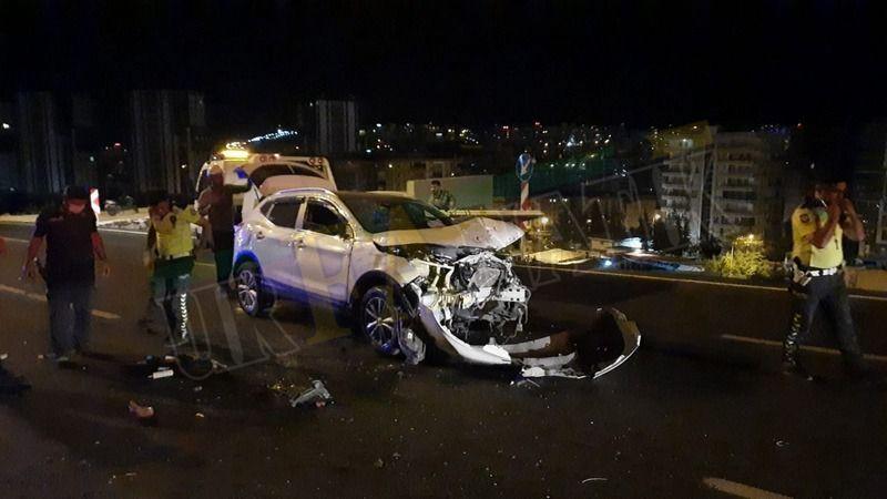Çevik Kuvvet kavşağında feci kaza: Yaralılar var