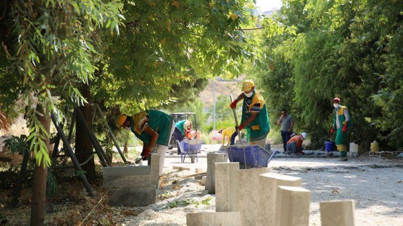 Karaköprü'de kilitli parke döşeme çalışması sürüyor