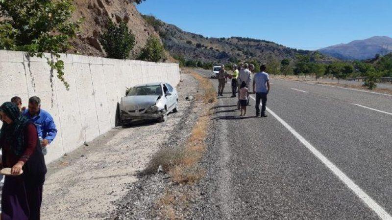 Şanlıurfa'ya doğru gelen otomobil feci şekilde duvara çarptı!