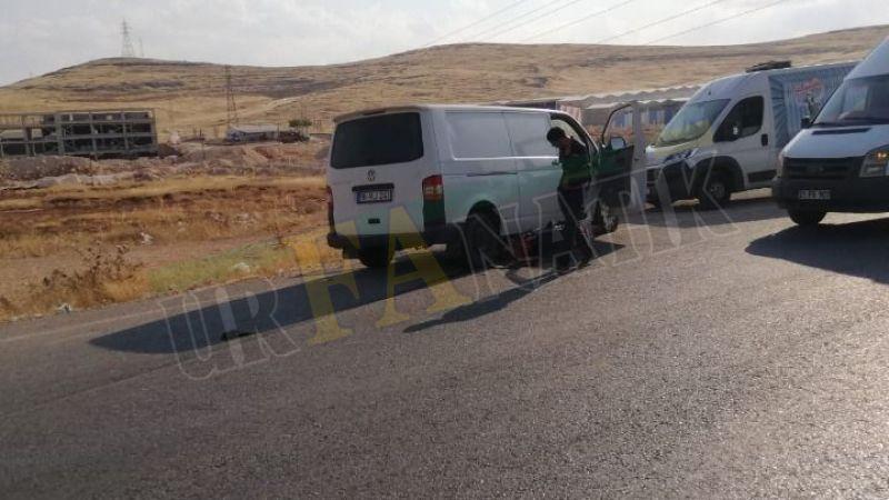 Urfa'da motosiklet ticari aracın altında kaldı!