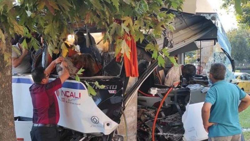 İşçi midibüsü kaza yaptı: 2 ölü, 17 yaralı