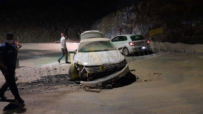 Karaköprü'de Otomobil Yön Levhasına Çarptı