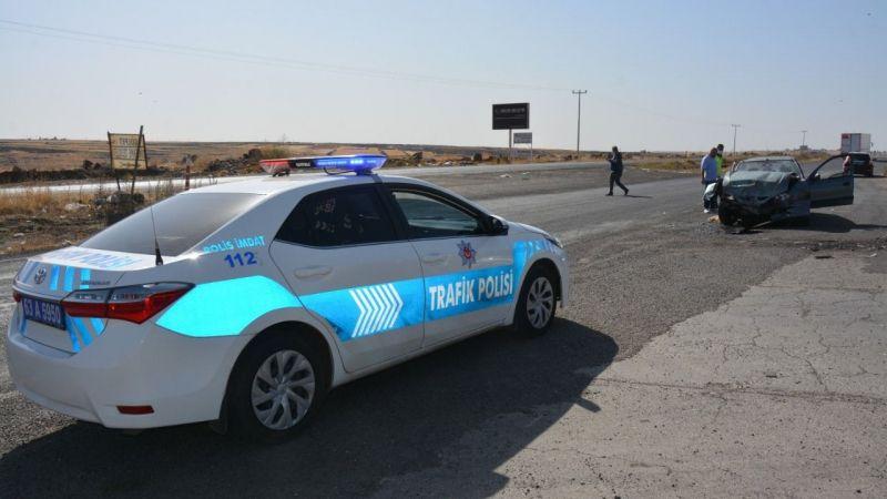 Urfa'da iki araç birbirine girdi: Yaralılar var