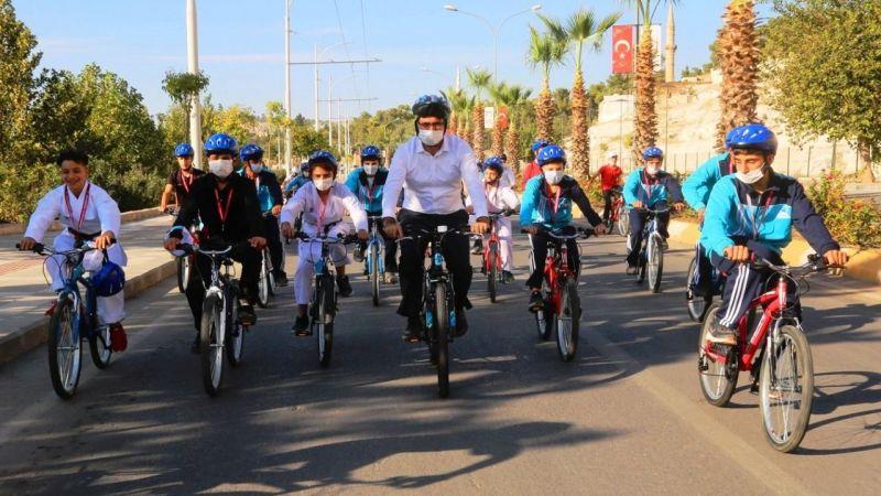 Başkan Kuş, şampiyon sporcularla pedal çevirdi