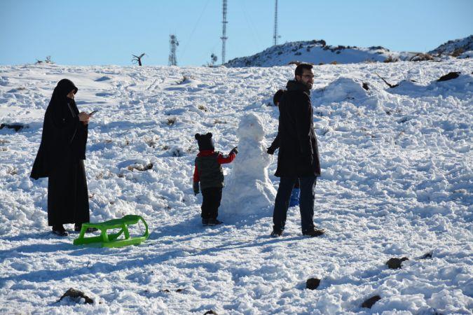 """""""Güneydoğu'nun Uludağı"""" karın erimeye başlaması nedeniyle sezonun son kayakçılarını ağırlıyor"""