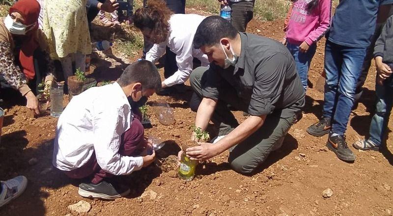 23 Nisan'ı ağaç dikimi ve paraşüt etkinliği ile kutladılar