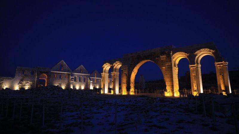 Şanlıurfa'daki turistik mekanlar özel ışıklandırmayla gece de görenleri cezbediyor