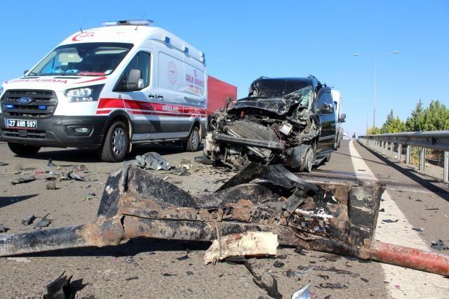 Şanlıurfa- Gaziantep yolu üzerinde feci kaza!