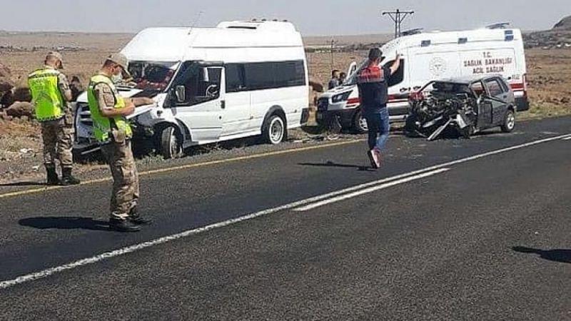 Öğretmenleri taşıyan minibüs kaza yaptı: Çok sayıda yaralı!