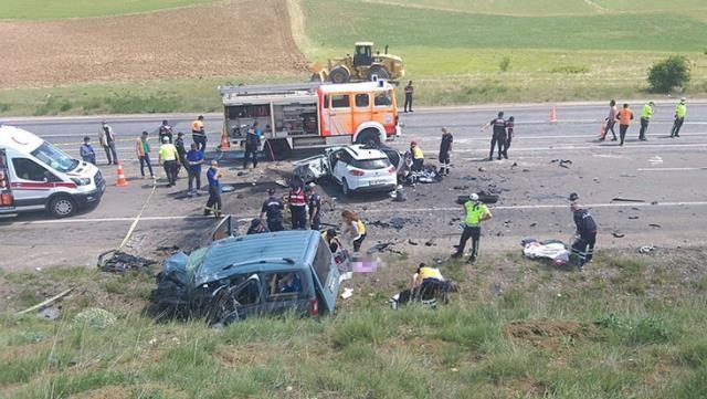 Sivas'ta katliam gibi kaza: 9 kişi öldü!