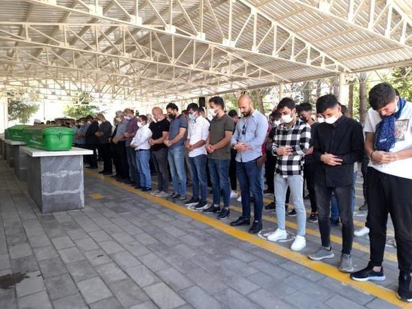 Urfa'da katliam gibi kazada ölenler defin edildi