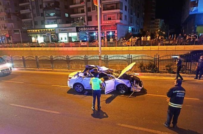 Diyarbakır-Urfa yolunda otomobil Tır'a çarptı!
