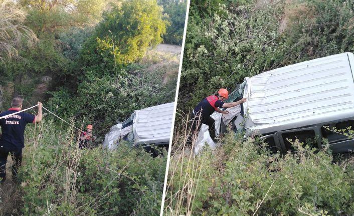 Birecik'te araç uçuruma yuvarlandı: Yaralılar var!