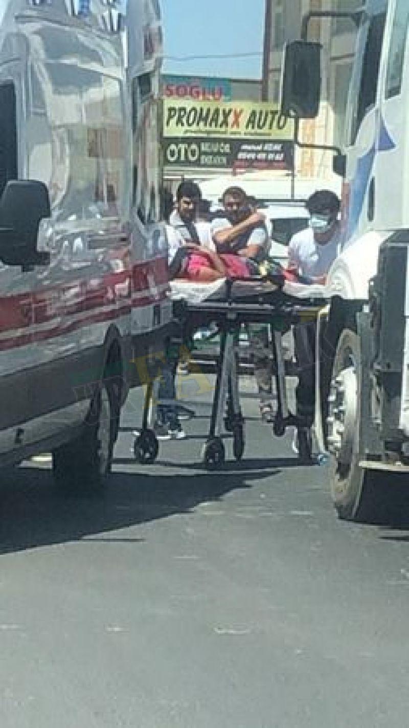 Urfa'da atık kağıt toplayan küçük kıza otomobil çarptı!