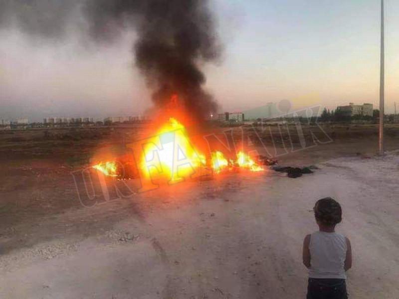Urfa'da vatandaş sokak ortasında eşyalarını yaktı!
