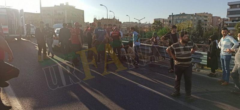 Urfa'da duran otomobil kazaya neden oldu: 2 ölü 3 yaralı