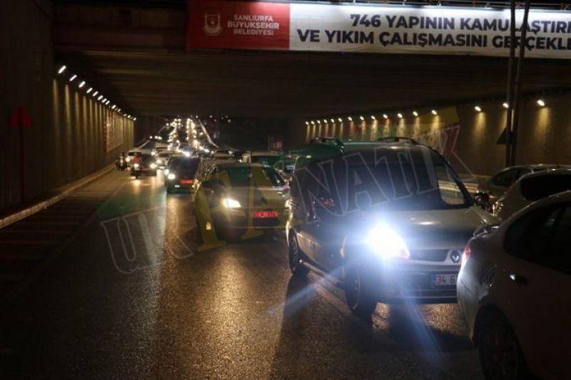 Trafik kilitlendi: Şanlıurfa'da otomobile çarpan sürücü kaçtı!