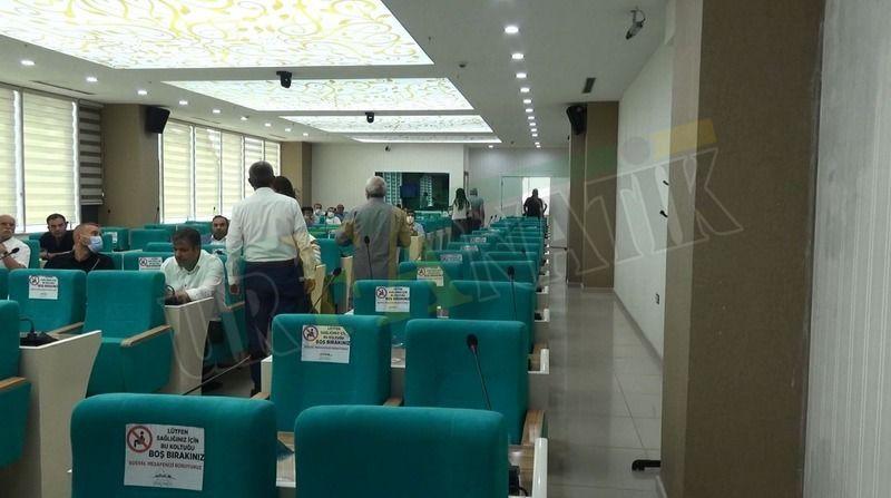 Urfa'daki mecliste üyeler salonu terk etti