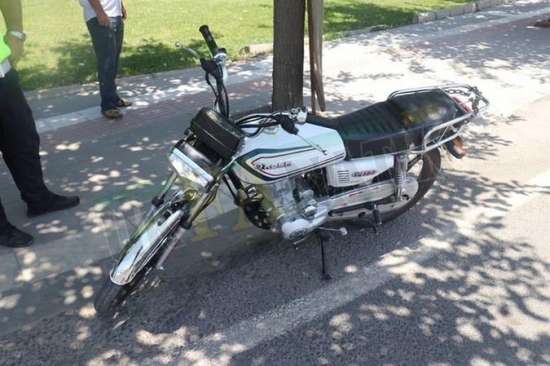 Şanlıurfa'da karşıya geçen kadına motosiklet çarptı: 2 yaralı!