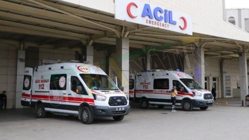 Şanlıurfa'da otomobil traktöre çarptı: Yaralılar var