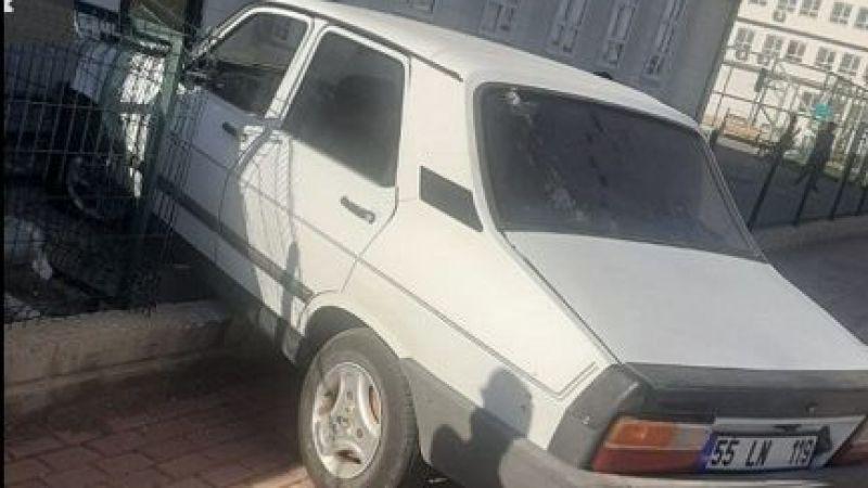 Şanlıurfa'da otomobil okul bahçesine daldı!