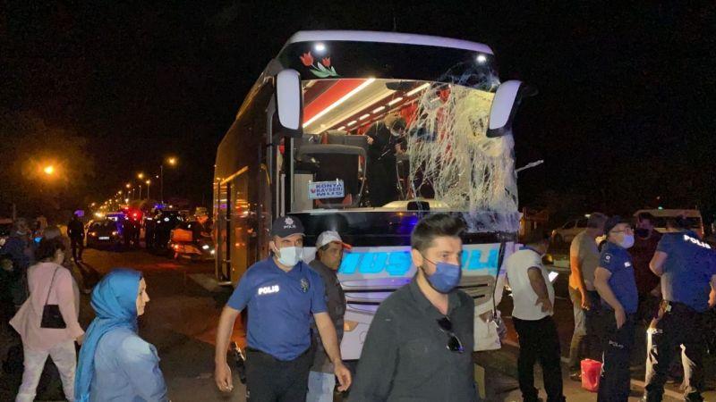 Yolcu otobüsü ile kamyonet çarpıştı: 13 yaralı
