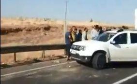 Urfa'da çarpışan araçlardan biri takla attı!