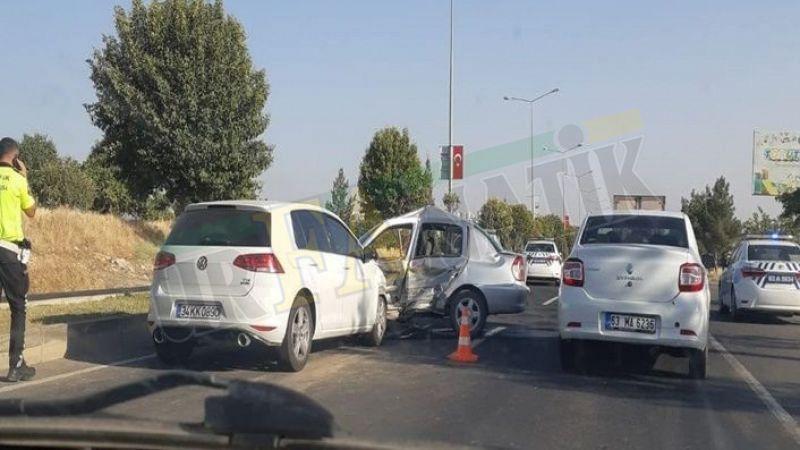 Karaköprü'de iki otomobil çarpıştı: Yaralılar var