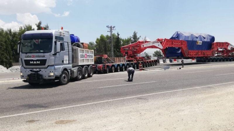 Urfa'dan gitti: 230 tonluk devasa trafo yoluna devam ediyor!