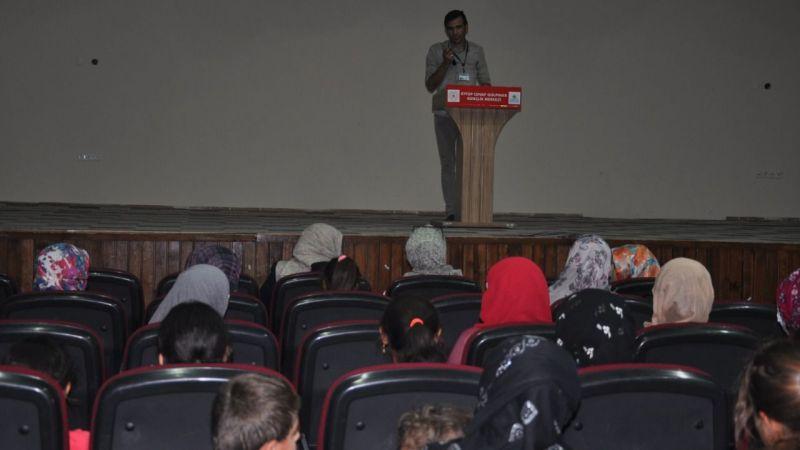 Kadınlara mikro kredi semineri verildi