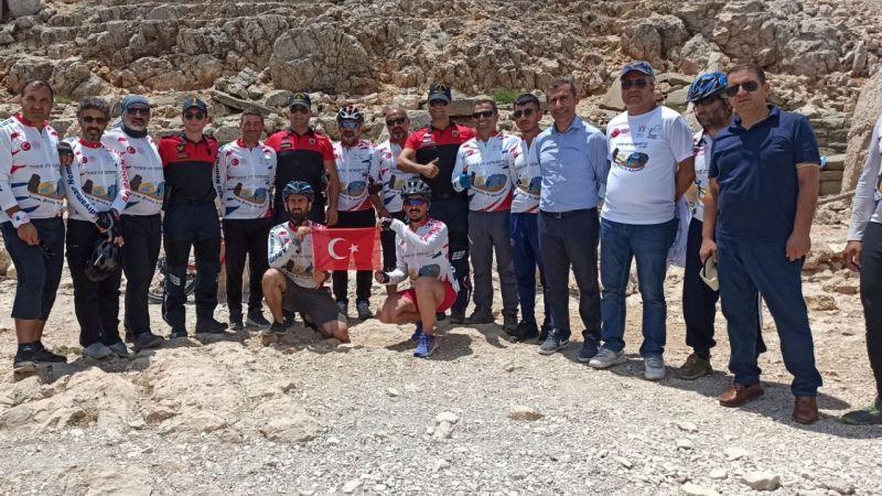 50 bisikletçi Nemrut Dağı'na ulaştı
