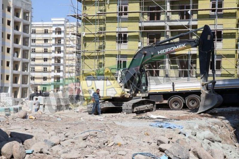 Urfa'da facia: Demir yük işçinin üzerine düştü!