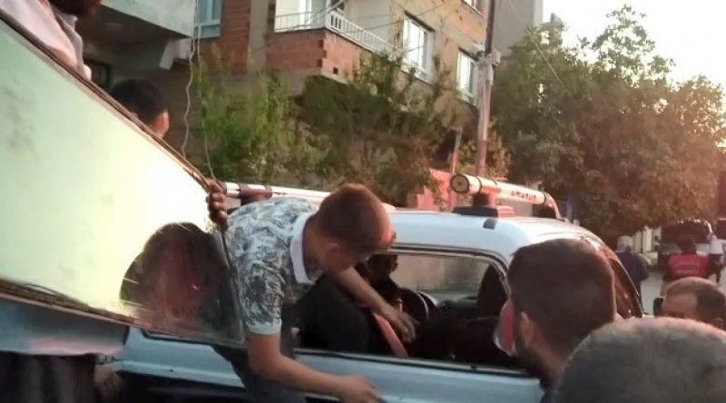 Urfa'da küçük çocuk araçta mahsur kaldı: Zamanla yarış!