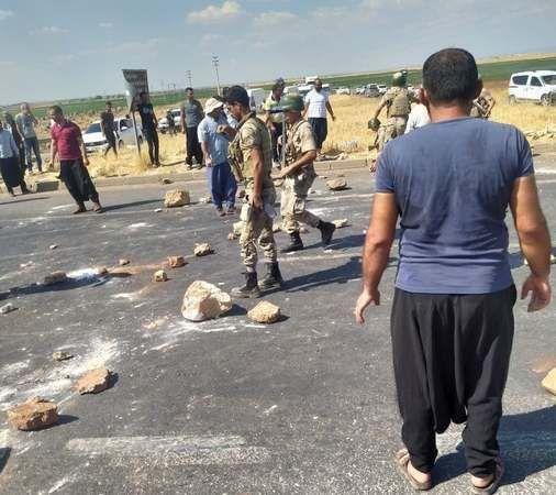 Urfa'da elektrik kesintileri yol kapattırdı