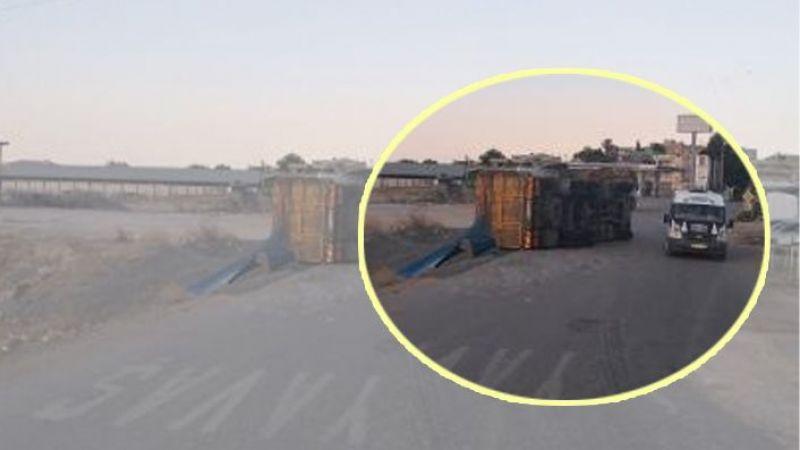 Urfa'da virajı alamayan kamyon yan yattı