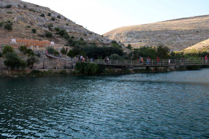 """Bozkırın ortasındaki """"sahil kenti"""" Halfeti'de ziyaretçi yoğunluğu yaşanıyor"""