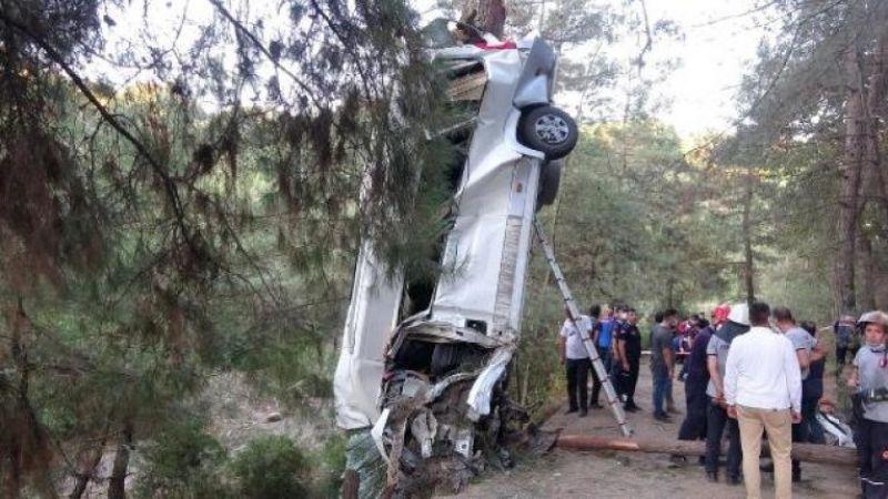 Türbe ziyareti dönüşü katliam gibi kaza: 8 ölü, 10 yaralı