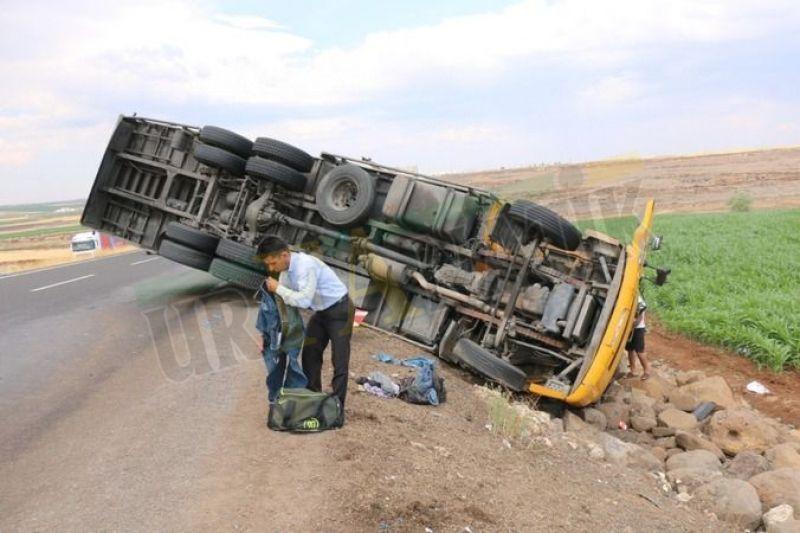 Urfa'da kontrolden çıkan tır devrildi: Çok sayıda yaralı!