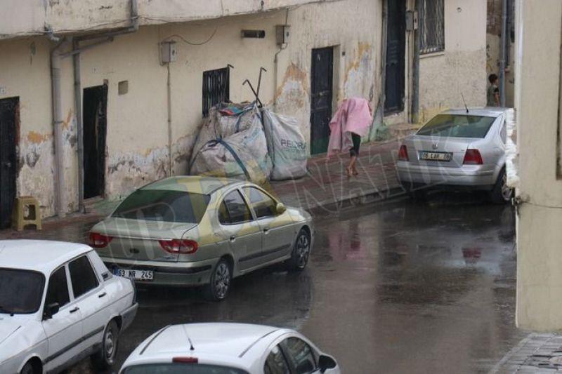 Urfa'da beklenen anlar: Bir anda başlayan yağışlar şiddetini attırdı!